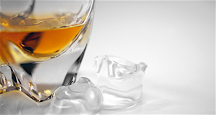 whisky served with ice