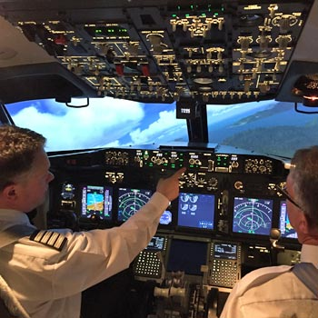 737 Flight Simulator London Picture