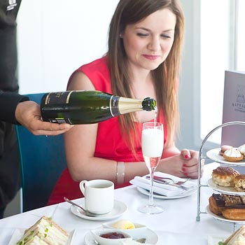 Thames River Cruise With Champagne Tea